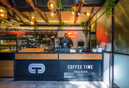 בית קפה במתחם שרונה