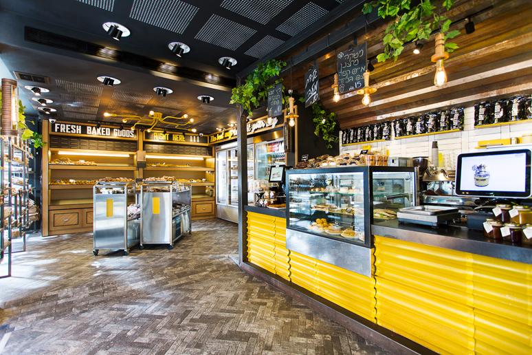 סניף של מאפה הבלקן הפך תוך זמן קצר למותג חדש ורענן בשם תחנת לחם ברמת גן. העיצוב התמקד בחלל הראשי