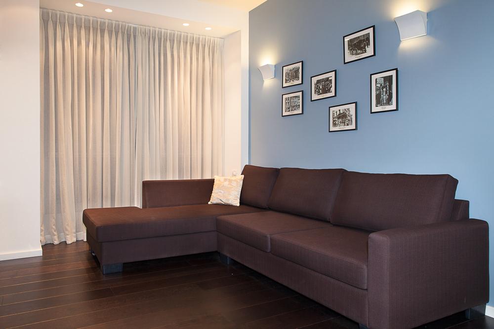 עיצוב חדר עבודה וחדר אורחים בצבעוניות רעננה וצעירה תוך שימוש בטקסטיל רך