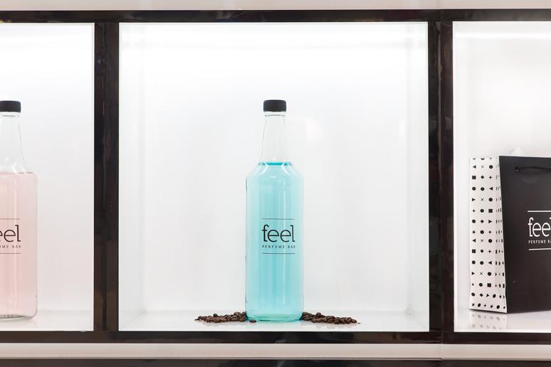 שימוש בתאורת לדים העניק לדוכן מראה יוקרתי ואסתטי כך שהבקבוקים יוכלו אף הם להיות מוארים כראוי