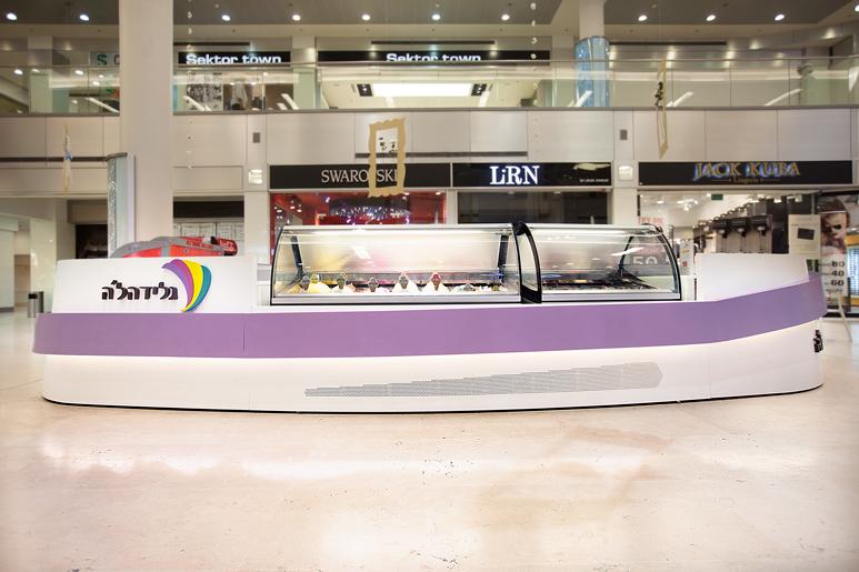 עיצוב דוכן גלידה עשוי עץ בחיפוי קוריאן בשני גוונים
