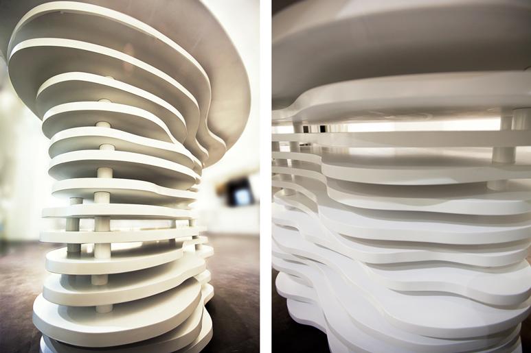 תכנון ועיצוב דלפק עץ בקווים זורמים בהשראת שדות אורז כיאה למסעדת סושי
